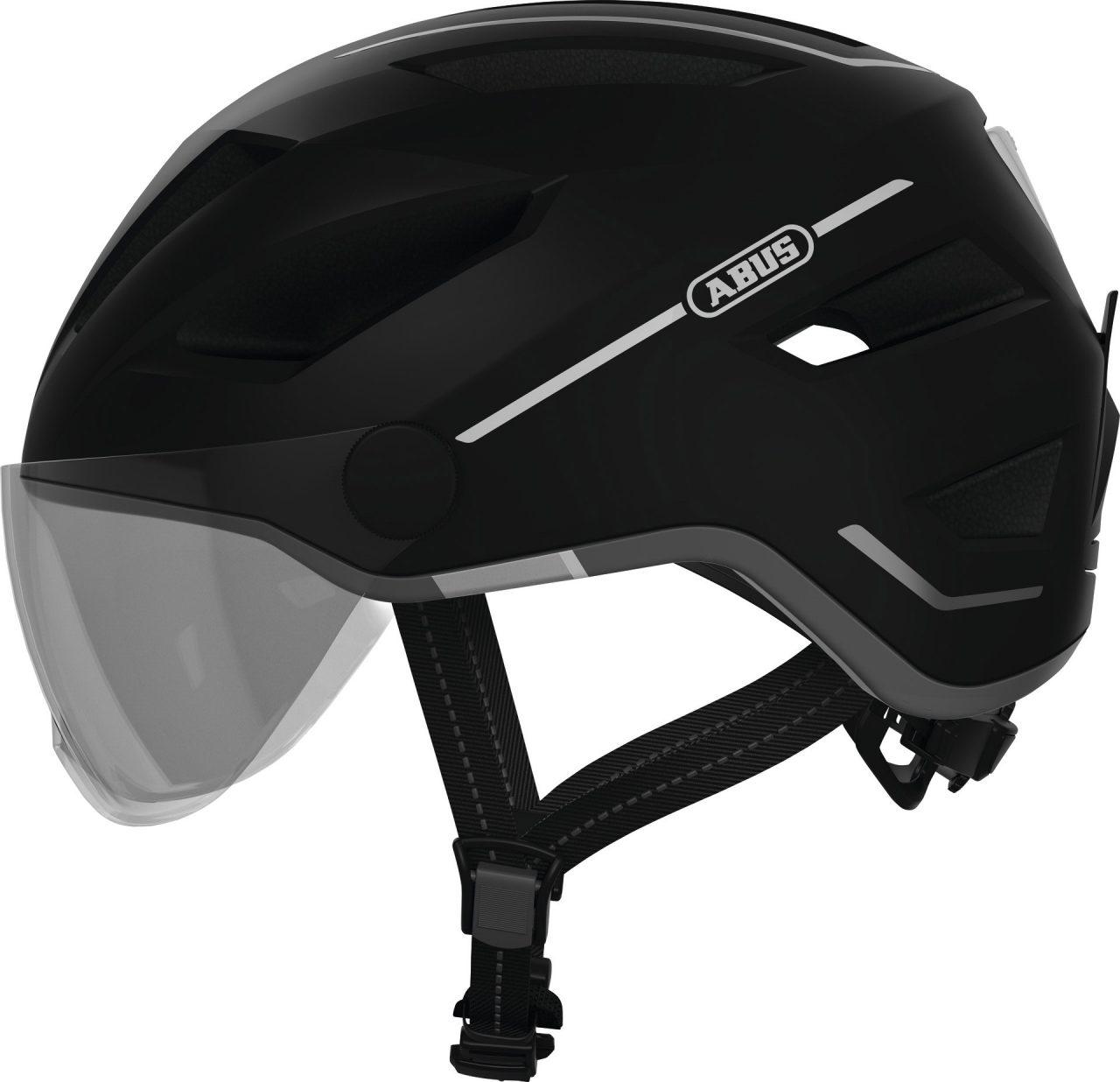 Für Geschwindigkeiten von bis zu 45 km/h auf dem E-Bike bietet der Pedelec 2.0 Ace von Abus einen optimalen Schutz. Mit dem integrierten und austauschbaren Visier schützt er die Augen vor Witterungseinflüssen, Fahrtwind und Insekten. Im Sommer sorgt er durch die Forced-Air-Technologie für angenehme Temperaturen unter dem Helm. Ein großes LED-Rücklicht, welches per USB aufladbar ist, gewährleistet zusätzlich gute Sichtbarkeit bei Dämmerung und Dunkelheit. Der Fahrradhelm ist in den vier Farben Silver Edition, Velvet Black, Midnight Blue und Signal Yellow erhältlich.
